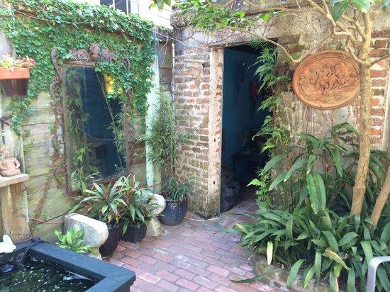 B&W Courtyards: B and W Courtyards