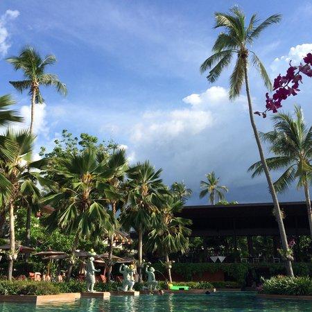 Anantara Bophut Koh Samui Resort : A nice day at swimming pool