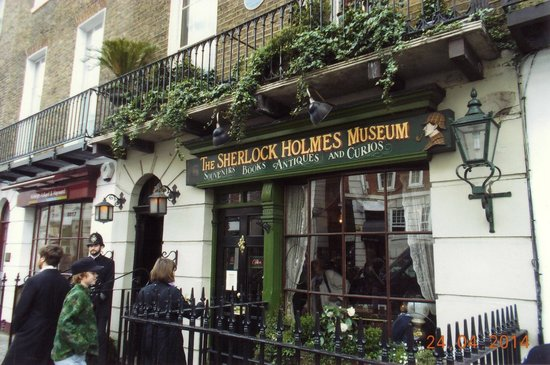 Sherlock Holmes Museum: the flat of Mr Sherlock Holmes