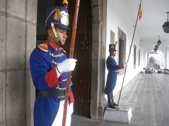 Palacio de Gobierno: Guards at the Presidential Palace