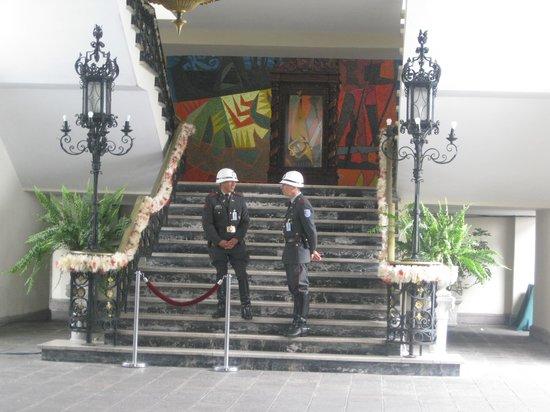 Palais du Gouvernement de l'Équateur : as far as you can go without ID