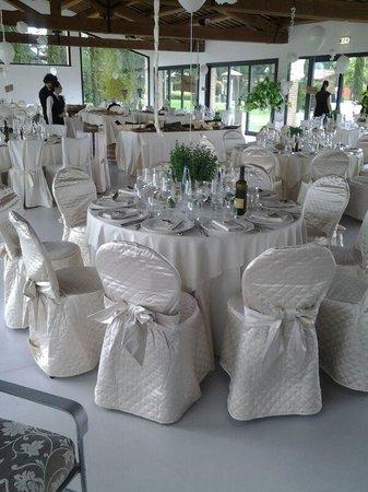 Garden Resort & Spa San Crispino: sala allestita con tavoli sbagliati