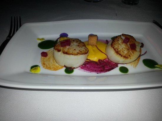 La Villa French Restaurant: Pan seared scallops