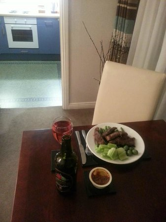 The Knight Residence by Mansley : Dinner at room