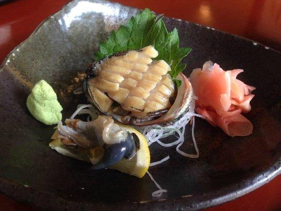 Sushi Shiono: アワビの刺し身。肝付