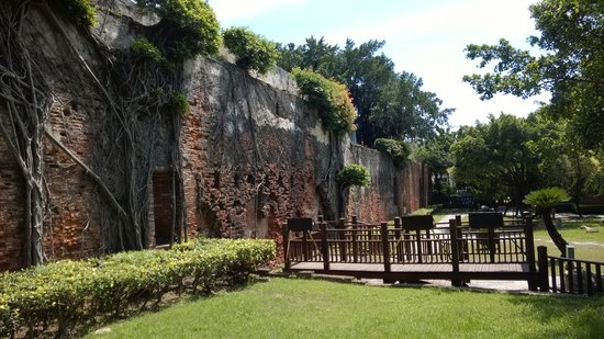 Anping Fort (Anping gubao): Fort wall