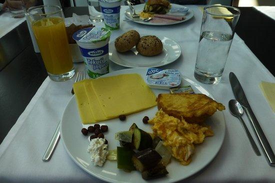 Hotel Aristos: 朝食