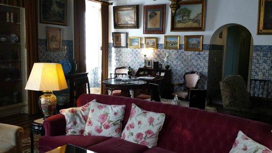 Pergola House: Part of Salon