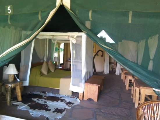 Kibo Safari Camp: the tents are so great an the bed very comfortable my friend and i were joking : you can for get