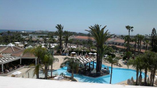 Olympic Lagoon Resort : Вид на главный бассейн
