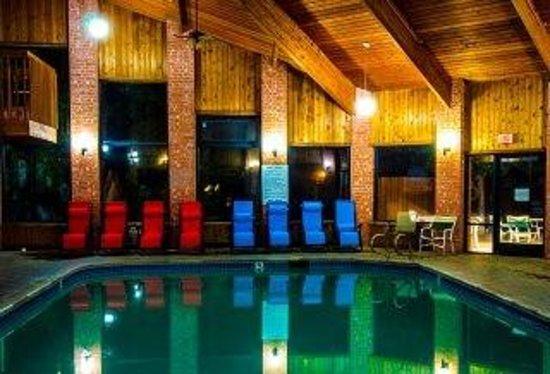 Baymont Inn & Suites Anderson : Pool