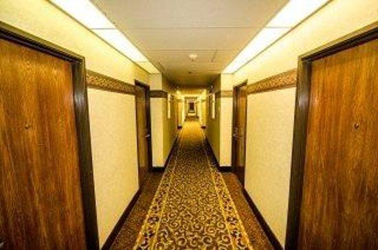 Baymont Inn & Suites Anderson: Baymont hallway
