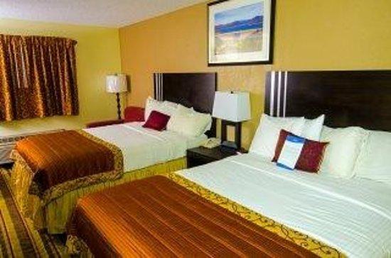Baymont Inn & Suites Anderson: 2 Queen bedroom