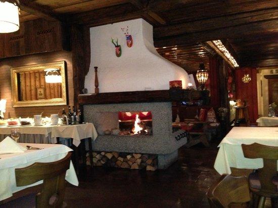 Chalet Hotel Senger: Dining
