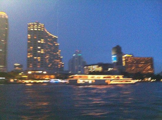 The Peninsula Bangkok: Vista sul fiume