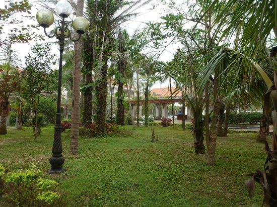 Sun Spa Resort Quang Binh Vietnam: jardines