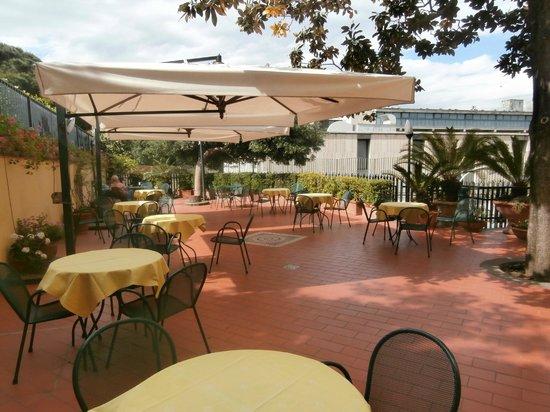 Hotel Villa Serena: Nice outdoor eating area