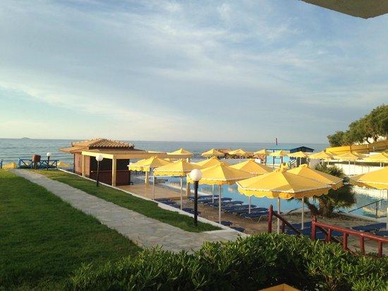 Mitsis Rinela Beach Resort & Spa: Petite piscine