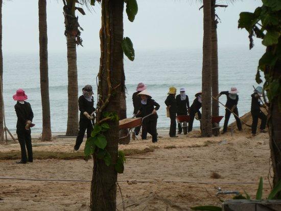Sun Spa Resort Quang Binh Vietnam: obreros