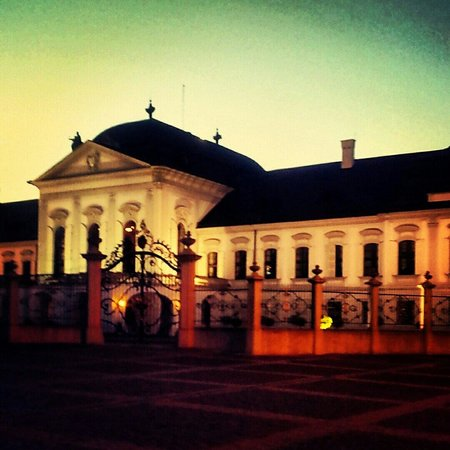 Grassalkovich Presidential Palace: Je to nádherná budova