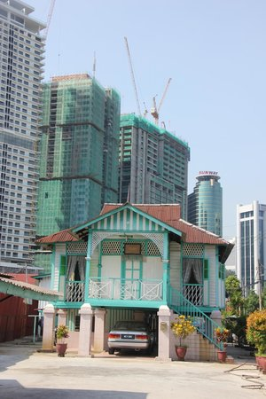 Kampung Baru Hawker Stalls : A Beautiful Traditional Building.