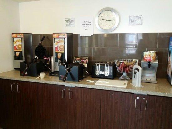 Super 8 Quebec City: Salle petit déjeuner