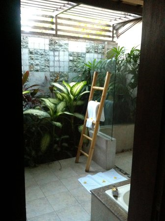 Bliss Sanctuary for Women: Outdoor personal bathroom