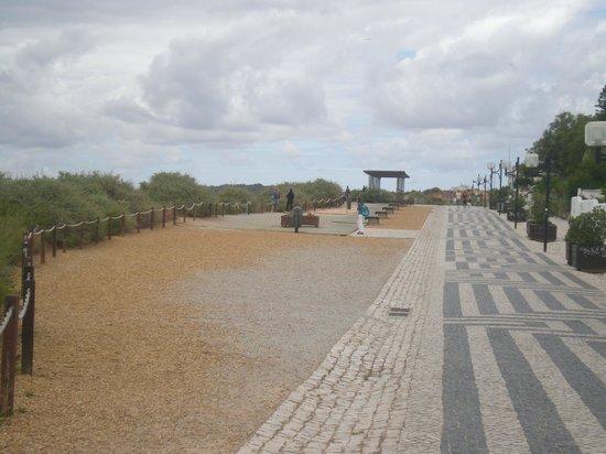 Jardim do Vau: promenade walk from praia da vau to praia da rocha