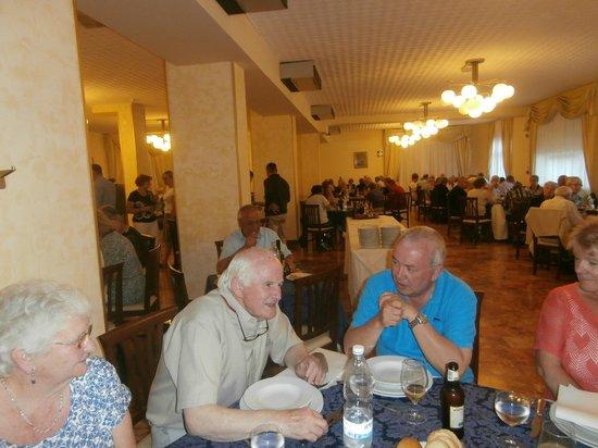 Hotel Santa Chiara: relaxerd dining
