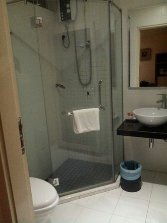 Hotel Sentral Kuantan: Bathroom