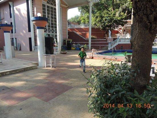 The Byke Heritage - Matheran: pool area