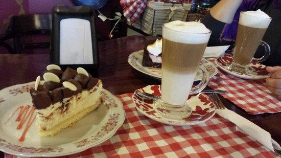 Cafe Tapiz : Der Kuchen war mit das Beste, was ich je gegessen hab.