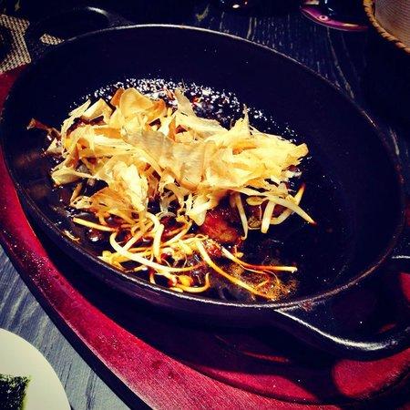 Espai Kru: Viande caramélisé et peau de thon