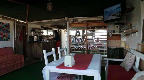 Urkmez Hotel: The cozy dining area