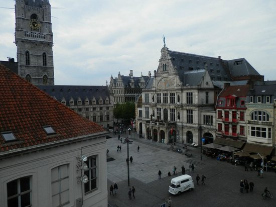 Ibis Gent Centrum St-Baafs Kathedraal: Looking down to the square and Belflry