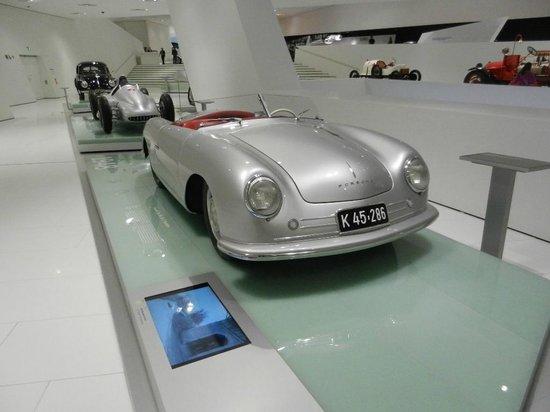 Porsche-Museum: Porsche Old and New