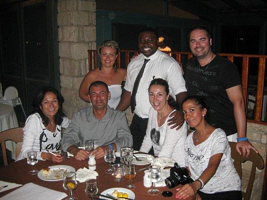 Marine Club Beach Resort: al ristorante con il metre silvstro