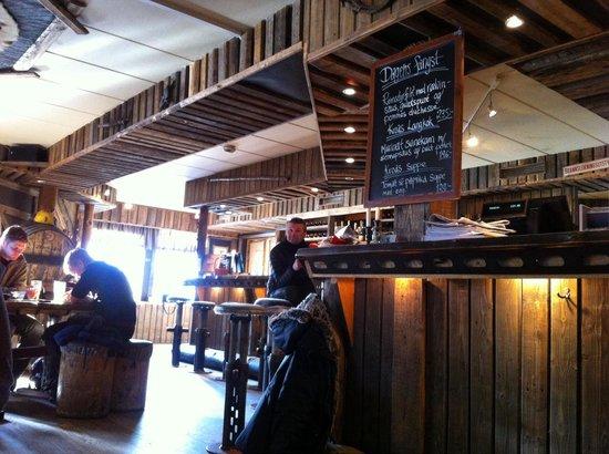 Kroa: Bar area