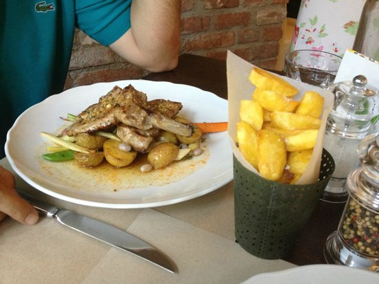 Anyukam Mondta : Meat with potatoes