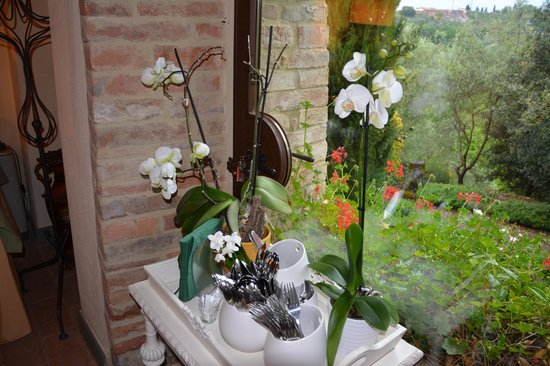Tenuta Sant'Ilario : flowers in dining room