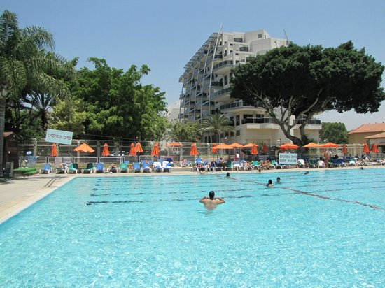 Kfar Maccabiah Hotel & Suites : Pool