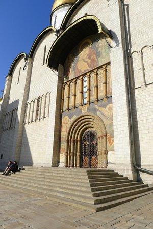 Cathedral of the Assumption (Uspensky Sobor) : Парадный вход, сейчас не действует
