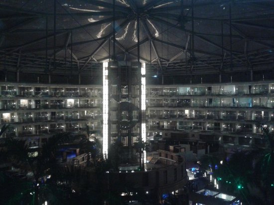 Sahara Star Hotel: Amazing view of inside dome at Sahara star