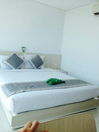 TriStar Hotel : queen bed