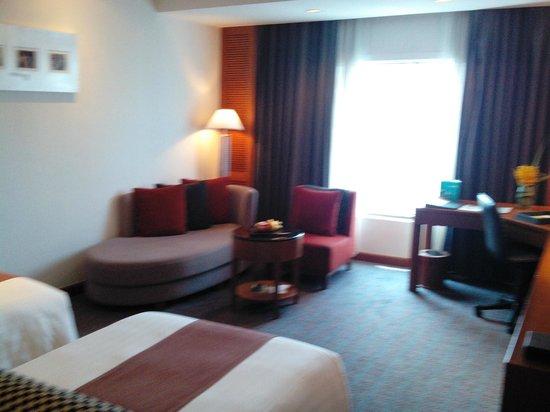 Amari Watergate Bangkok: delux room, very spaciuos