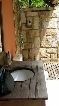 Mango Bay Resort: open air bathroom