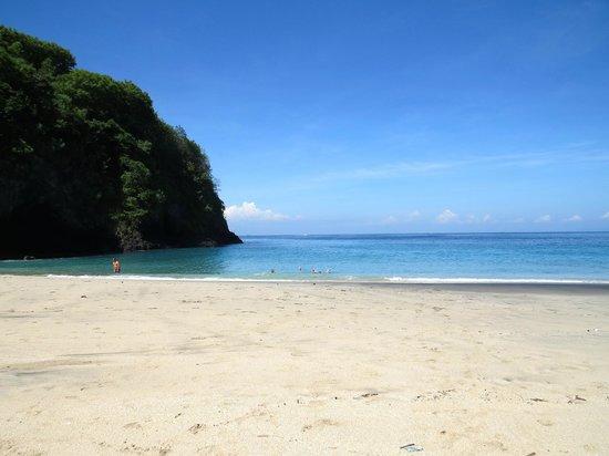 Villa Flow: White sand beach