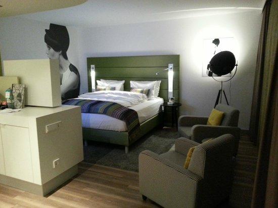 Hotel Indigo Düsseldorf - Victoriaplatz: Bett