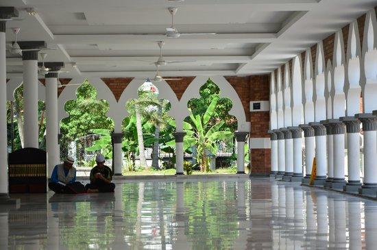 Jamek Mosque : inside
