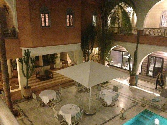Ksar Anika: Very pretty courtyard, lit nicely at night